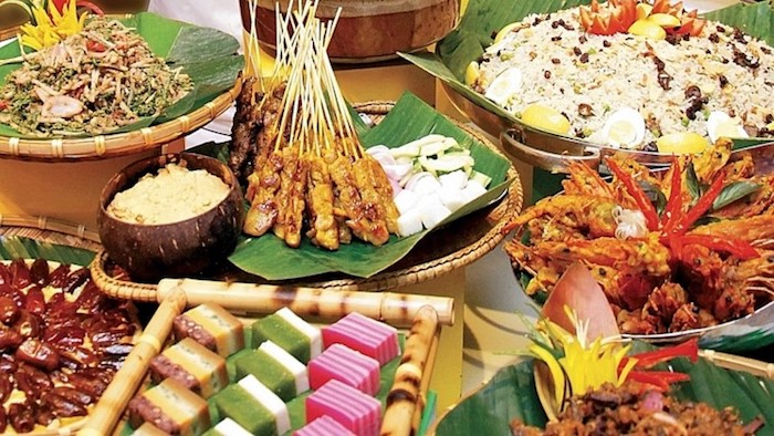 buffet catering bali - balinese satay and rice cake