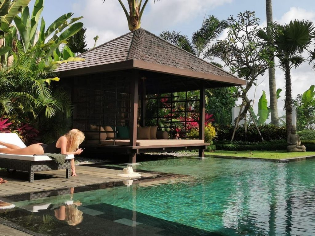 What You'll Want in A Villa for Solo Traveler